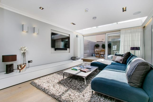 Thumbnail Maisonette for sale in Walton Street, Chelsea