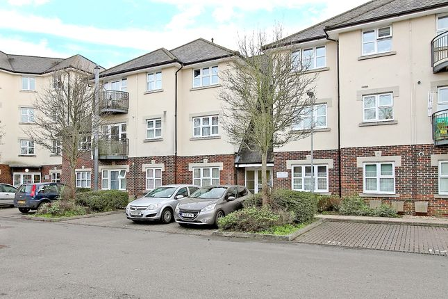 Flat for sale in Charlton Road, Andover