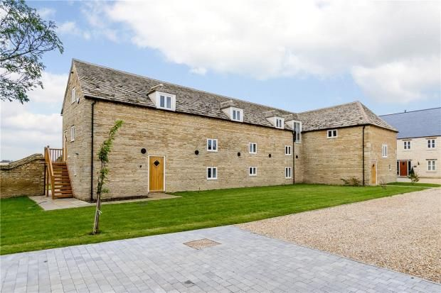 Thumbnail Barn conversion for sale in Vergette Court, Market Deeping, Peterborough