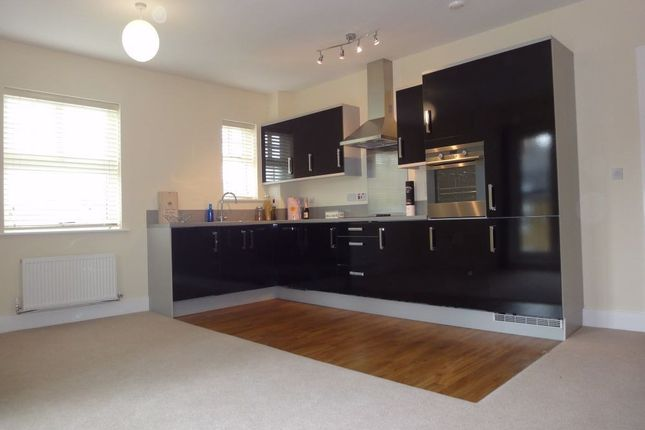 Thumbnail Flat to rent in Manor House Court Golden Manor, Hanwell, London