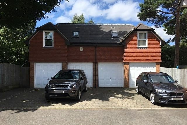 Thumbnail Flat to rent in Sterling Place, Weybridge
