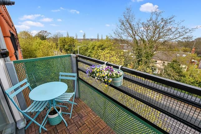 Wondrous 2 Bed Flat For Sale In Upper Chase Chelmsford Essex Cm2 Creativecarmelina Interior Chair Design Creativecarmelinacom