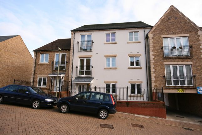 Thumbnail Flat to rent in Rosemary Drive, Banbury