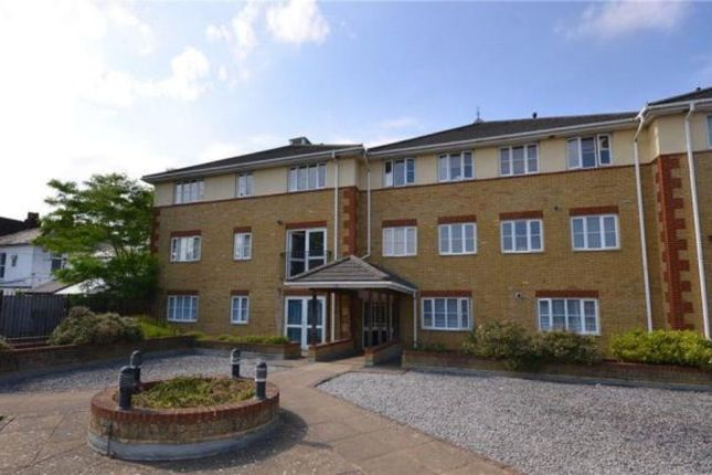 2 bed flat to rent in St. Michaels Road, Camberley
