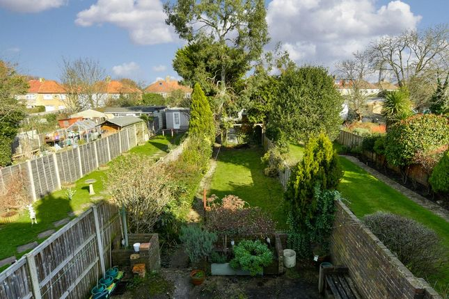 Picture No. 13 of Largewood Avenue, Tolworth, Surbiton KT6