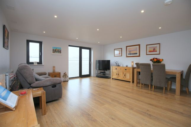 Thumbnail Flat for sale in Arun Court, Station Close, Horsham