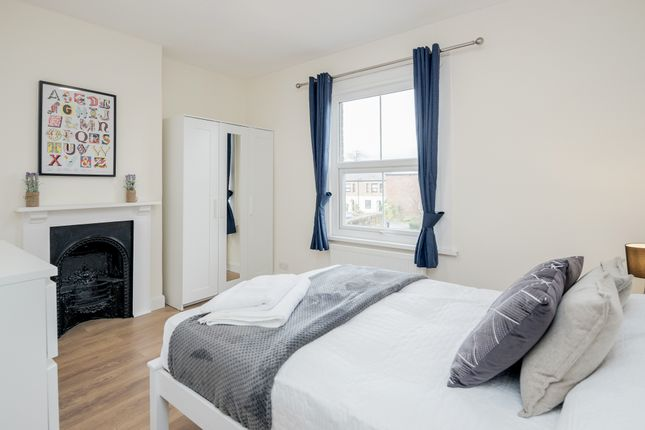 Room 4 Ensuite of Gresham Road, Staines TW18