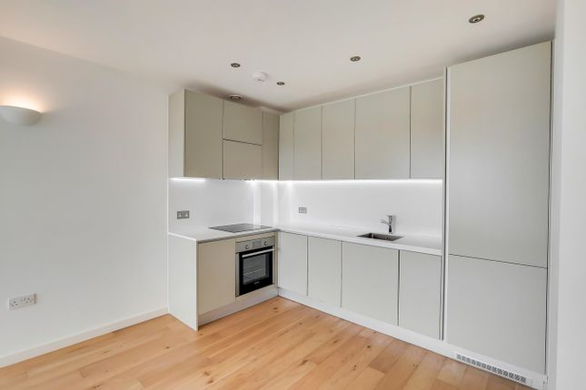 1 bed flat to rent in Windmill Road, Sunbury-On-Thames TW16