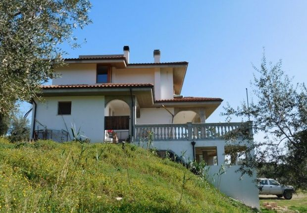 Thumbnail Detached house for sale in Loreto Aprutino, Pescara, Abruzzo