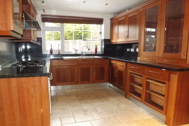 Thumbnail Property to rent in Rossfold Road, Luton