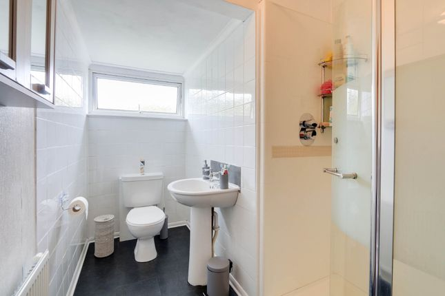 Bathroom of Primrose Close, Kingsteignton, Newton Abbot TQ12