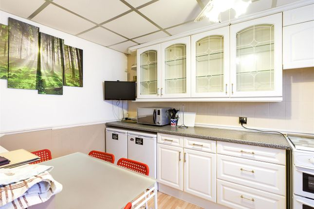 Thumbnail Terraced house to rent in Mortlake Road, London
