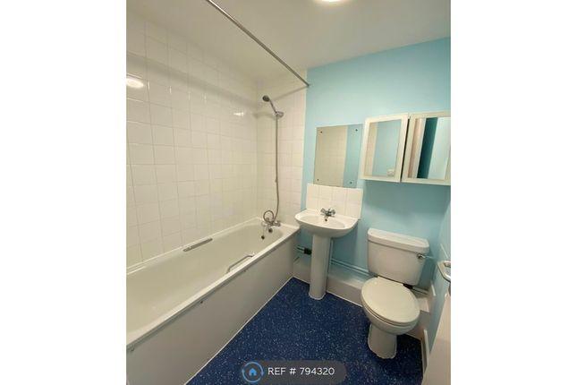 Main Bathroom of Stansbury Square, London W10