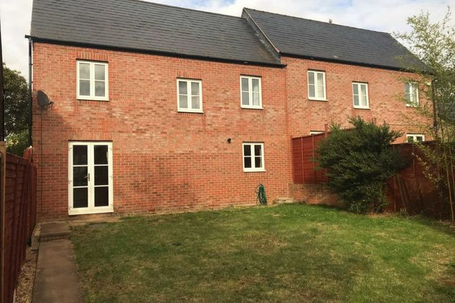3 bed property to rent in Usher Drive, Banbury OX16