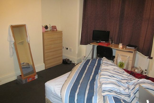 Thumbnail Terraced House To Rent In Basingstoke Road Reading