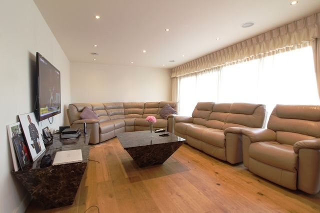 Thumbnail Flat for sale in Beaufort Park, Colindale, London