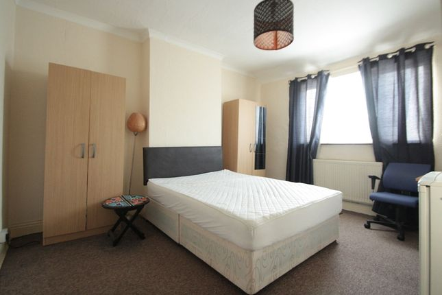 Room to rent in Eardley Road, Streatham Common SW16