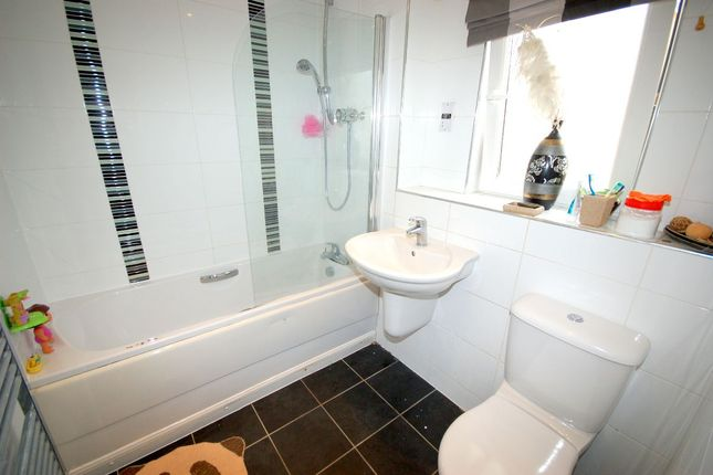 "En-Suite of Greenoakhill Crescent, ""The Avenues"", Uddingston G71"
