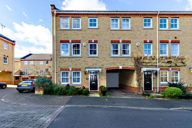 Thumbnail Property to rent in Florence Way, Knaphill