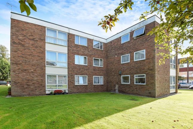 Thumbnail Flat for sale in Inglewood Court, Reading