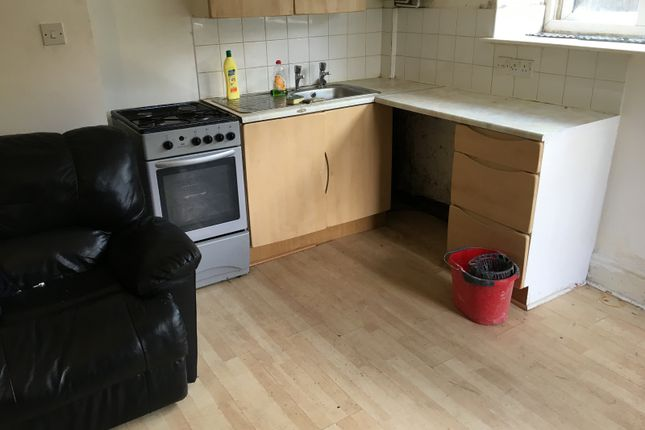 1 bed flat to rent in Olive Place, Queensbury, Bradford BD13