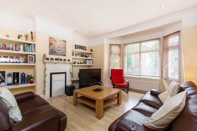 Thumbnail Maisonette to rent in Carshalton Road, Sutton