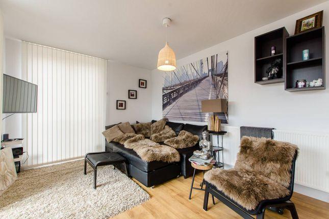 Thumbnail Flat to rent in Lockton Road, Ladbroke Grove