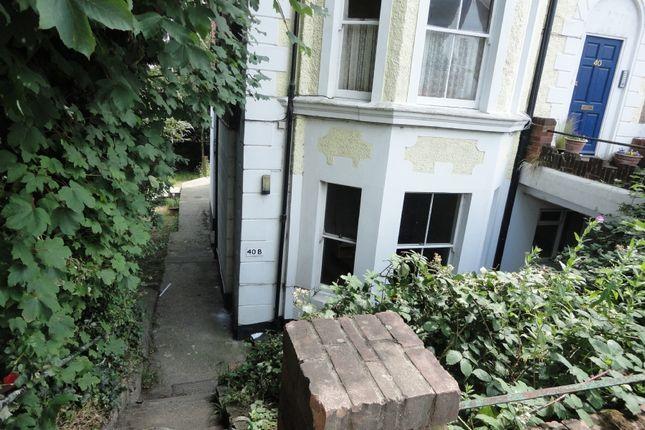 2 bed flat to rent in Woodbury Park Road, Tunbridge Wells