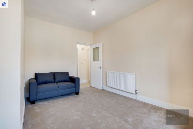 Thumbnail Flat to rent in Woodstock Road, Finsbury Park