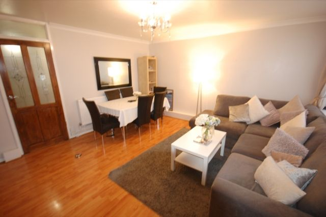 Thumbnail Flat to rent in Navestock Cresent, Woodford