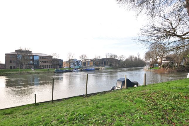 River of Island Close, Staines-Upon-Thames, Surrey TW18