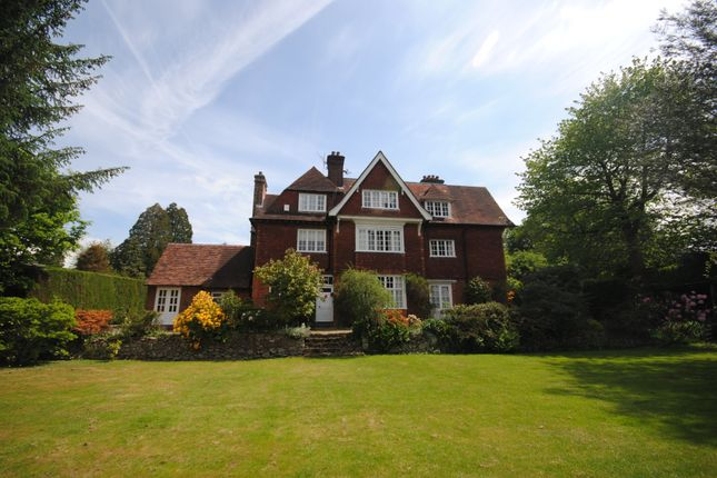 Thumbnail Maisonette to rent in Quarry Road, Oxted