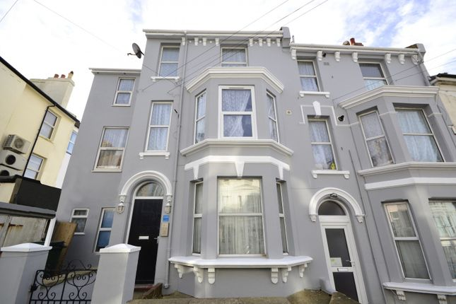 2 bed flat to rent in Whitefriars Road, Hastings
