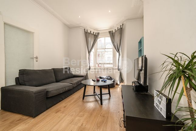 Thumbnail Flat to rent in Mayall Road, London