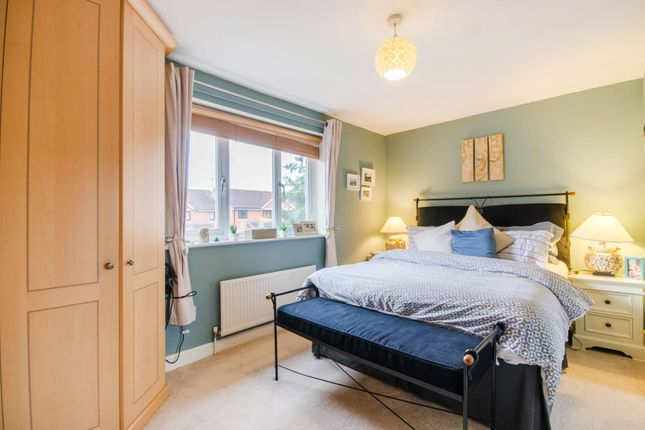 Thumbnail Property to rent in Telegraph Place, Canary Wharf