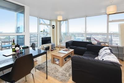 3 bed flat to rent in Baltic Quay, Sweden Gate, Surrey Quays, London SE16