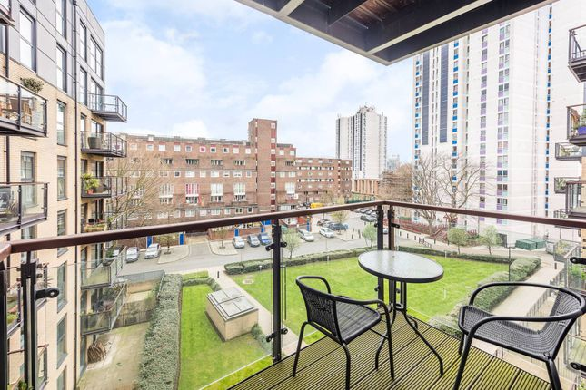 Thumbnail Flat to rent in Crecy Court, Kennington