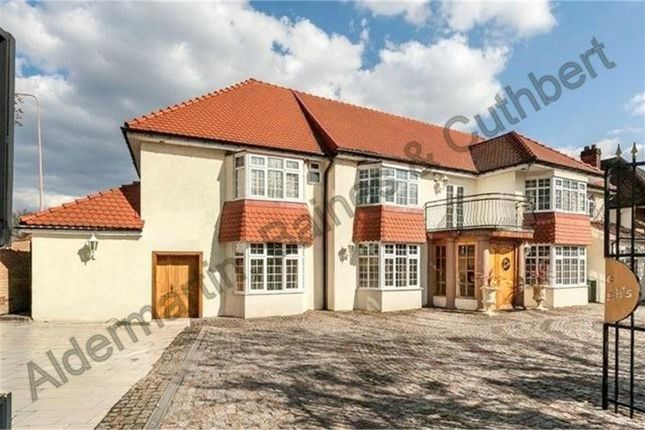 Thumbnail Detached house for sale in Weymouth Avenue, London