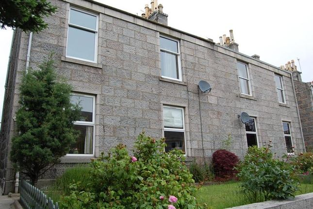 Thumbnail Flat to rent in Irvine Place, Aberdeen
