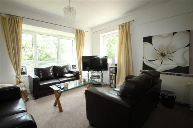 2 bed flat for sale in Grasmere Road, Bromley