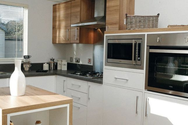 Thumbnail Mobile/park home for sale in Barlings Lane, Langworth, Lincoln