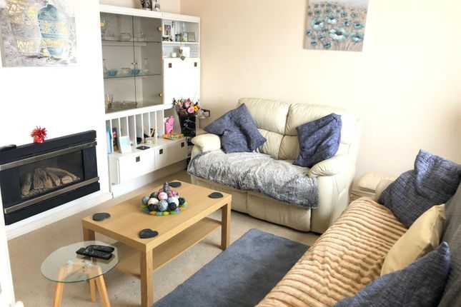 Living Room of Hipwell Crescent, Leicester, Leicestershire LE4