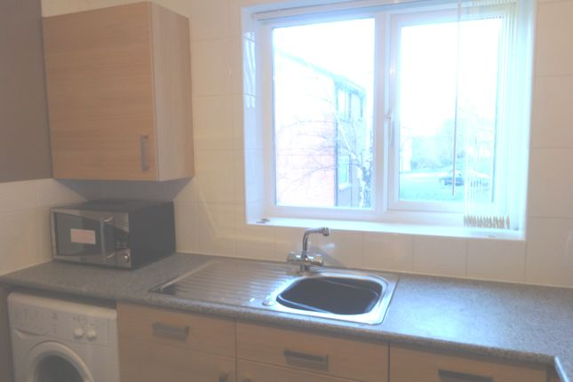2 bed flat to rent in Kendal Bank, Leeds
