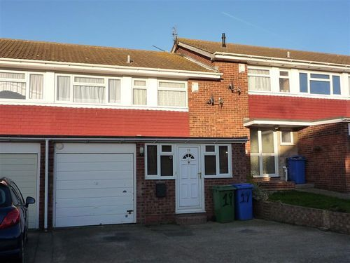 Thumbnail Terraced house to rent in Salisbury Close, Sittingbourne, Kent