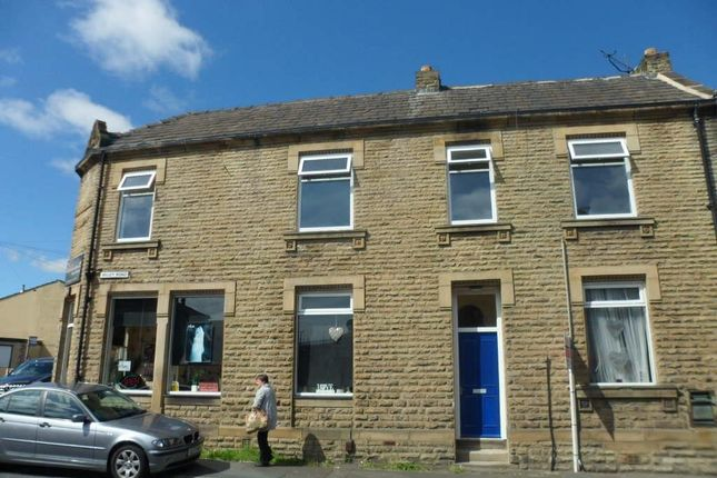 Thumbnail Flat to rent in Valley Road, Liversedge, West Yorkshire