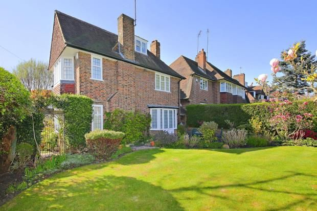 Picture No. 03 of Gurney Drive, Hampstead Garden Suburb, London N2
