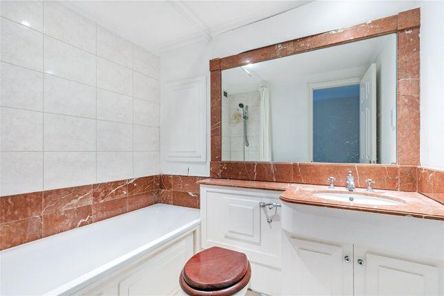 Bathroom of Harding House, 24 Gloucester Street, London SW1V