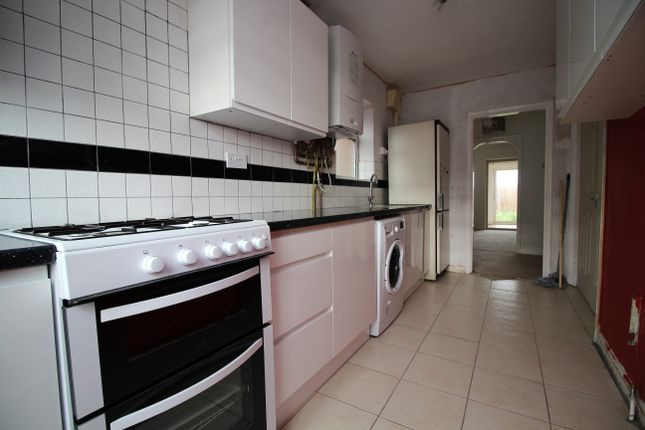 Thumbnail Semi-detached house to rent in Beacon Avenue, Thurmaston, Leicester