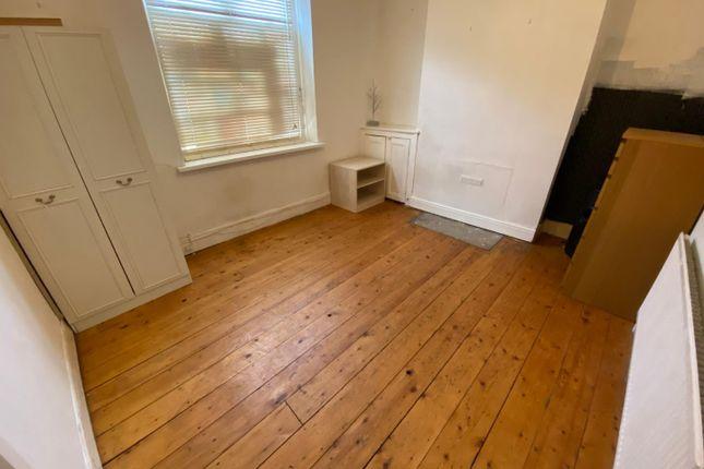 Ground Floor Front Bedroom (£430.00)