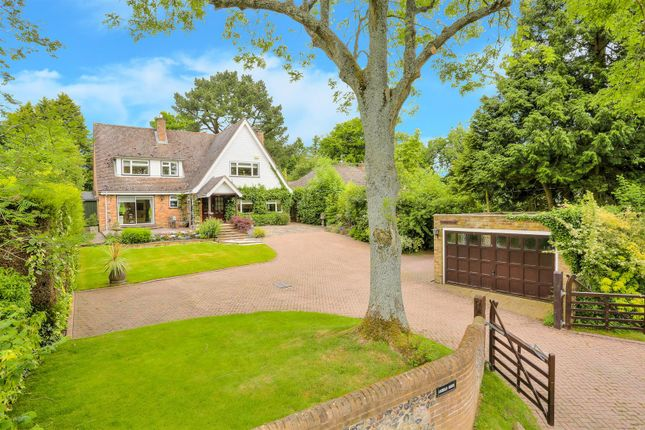 Thumbnail Detached house for sale in Broomstick Lane, Buckland Common, Tring